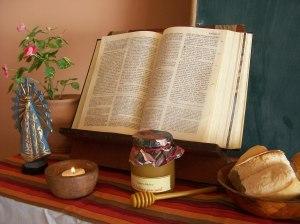 ¡Qué dulce es tu Palabra para mis labios, es más dulce que la miel! (Salmo 19)